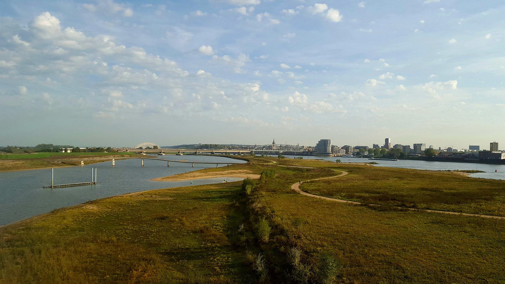 Uitzicht op Nijmegen vanaf De Oversteek